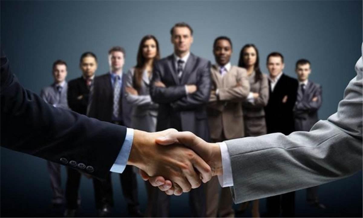 Sử dụng nhà phân phối hay xây dựng đội ngũ bán hàng trực tiếp?